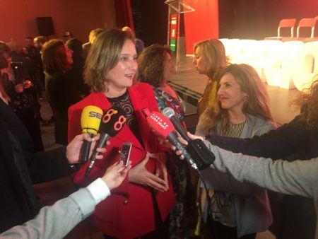 Isabel Gomez atendiendo a los medios tras su presentación