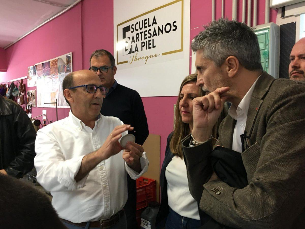Fernando Grande-Marlaska visita la Escuela de Artesanos de la Piel de Ubrique DSC2150