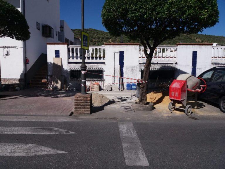 Obras de mejora de acerado y aparcamientos en la Avenida de Cortes
