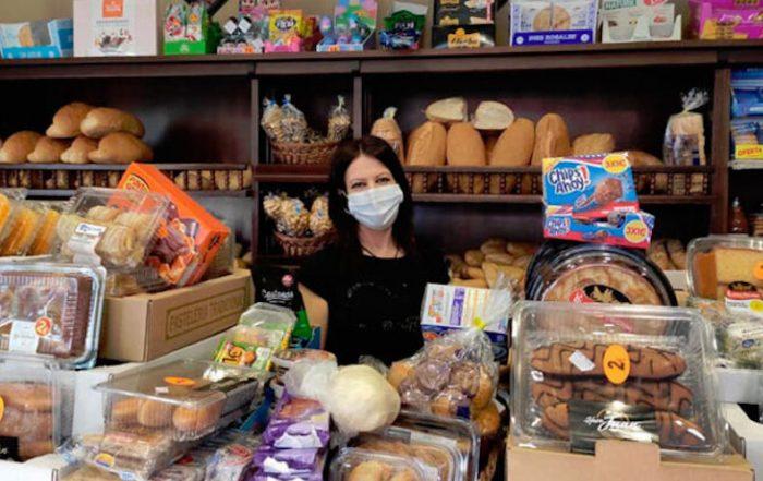 Casi 300 comercios se adhieren a una campaña del Ayuntamiento de Ubrique pionera en la Sierra