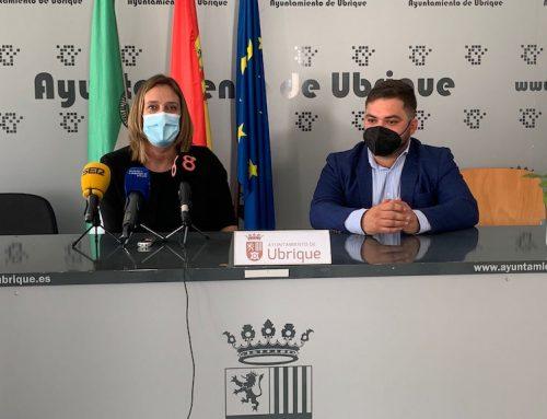 Miguel Rodríguez ha mantenido esta mañana un encuentro con la alcaldesa de Ubrique, Isabel Gómez